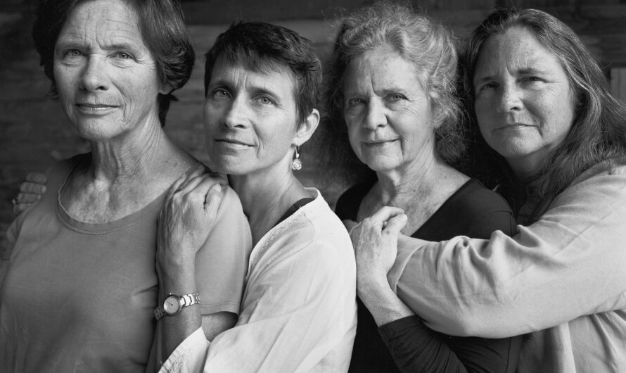 4 Sisters Took The Same Picture For 40 Years And The Change Overtime Is Beautiful
